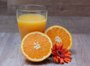 Forward osmosis for concentration of orange juice
